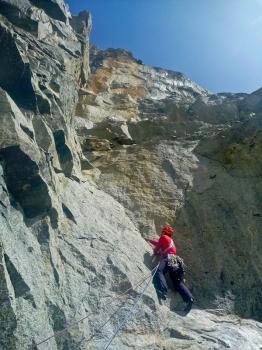06 - Niels in de steile zesdegraads lengte vd Ratti-V